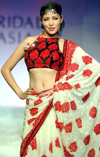 Shantanu Goenka`s collection at Bridal Asia 2005