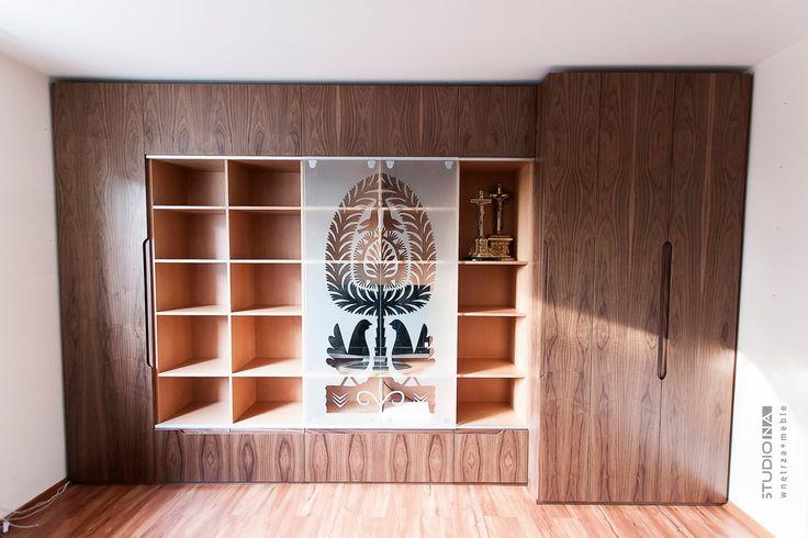 Biblioteka z wycinanką kurpiowską #kurpie, #wnętrza, #meble