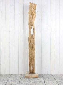 Houtsculptuur 62-1 GJ. Mooi en discreet voor zowel binnen als buiten in uw achtertuin. De urn kan worden geplaatst in een holle sokkel. Zie ons gehele assortiment op onze website https://www.gedenkornamenten.nl/houtsculpturen. Neem bij vragen gerust contact met ons op.