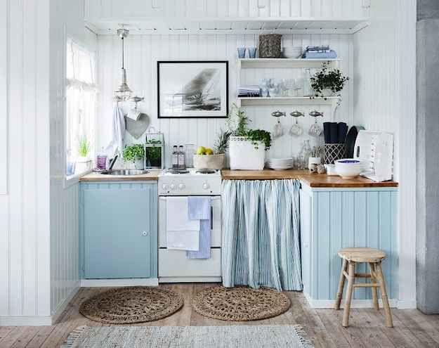 This relaxing sea side cottage kitchen:                                                                                                                                                                                 More