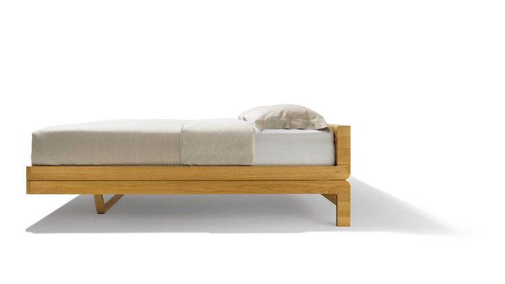 Das float Bett von TEAM 7 mit schwebender Anmutung ✓ Aus echtem Naturholz ✓Mit raffiniertem Designelement ✓ Polsterhaupt wahlweise in Leder oder Stoff.