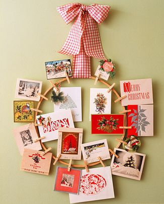 DIY Christmas Wreath Ideas - Pinup Holiday Wreath - Click Pick for 24 DIY Christmas Decor Ideas