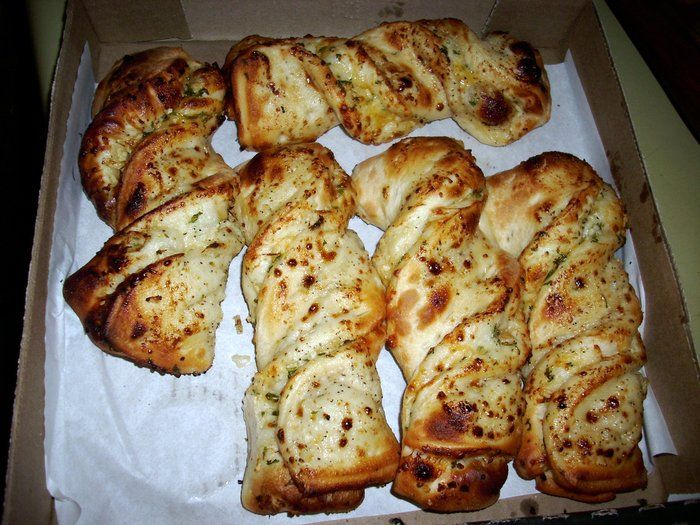 STRAW HAT PIZZA'S GROOVY TWISTS..MY NEWEST OBSESSION WITH MY RELATIONSHIP WITH FOOD....HE HE...GARLIC PARMESAN...=) GOODBYE POTATOE WEDGES..I USED TO HAVE A CRUSH ON YOU..BUT I GOT BORED...NEED SOMETHING MORE EXCITING...LIKE A GROOVY TWIST! HA HA!