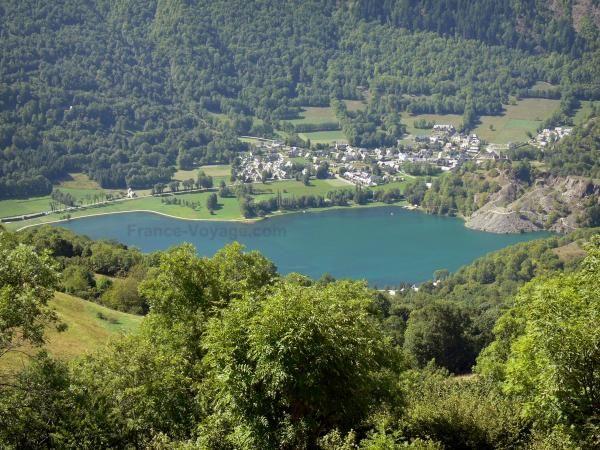 Vallée du Louron - Lac de Génos-Loudenvielle, rives, village de Génos et arbres