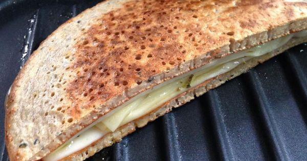 Rico em fibras e proteína de boa qualidade, esse pãozinho é uma ótima opção para variar a sua tapioca do café da manhã!