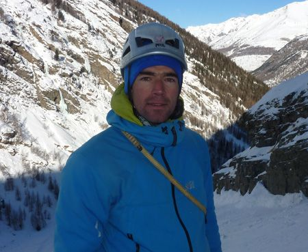 Voici Yann Deleveaux, il est guide de haute montagne à Chamonix dans les Alpes.
