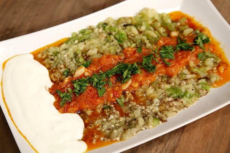 Mamzana Edirne mutfağından çok sevilen iştah açıcı bir salata uygulamasıdır. Közlenmiş sebzelerin çiğ doğranmış sebzeler ve yoğurtla hoş bir kombinasyonu