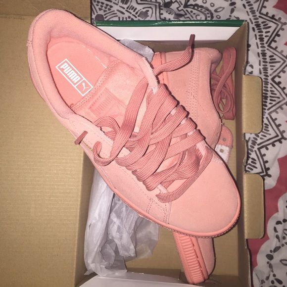 Kids Suede Desert Flower Pink Pumas Worn for like 3 hours , were too small. So like brand new! Puma Shoes Athletic Shoes