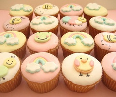 cupcakes! These sweet cupcakes could definitely be achieved wtih Cricut Cake or Cricut Cake mini!