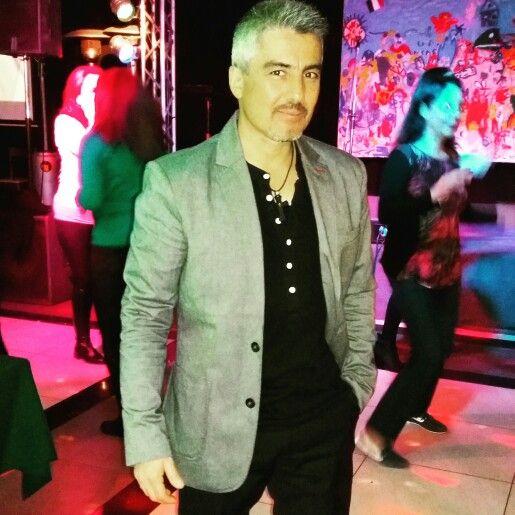 Anticipando la fiesta de año nuevo en pleno Agosto. Quien dijo que con uno sólo sobre el escenario no se puede, ahaaa?... Son las noches de Cento Lire #mauroandree