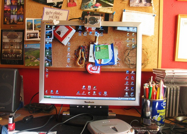 """I need to try this...40 Creative """"Transparent Screen"""" Trick Photos"""