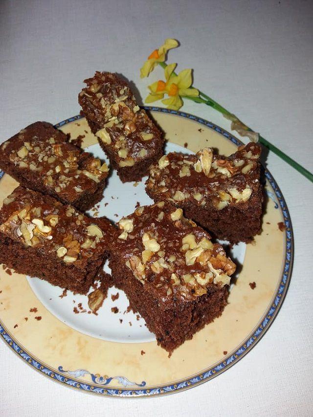 Mikor valami finom és egyszerű sütire vágysz, próbáld ki ezt a csodás édességet. Hatalmas sikere van, nem lehet eleget készíteni belőle! Hozzávalók: 2 egész tojás, 30 dkg cukor, 1 ek. fahéj, 2 ek. kakaópor, 1 cs. vaníliacukor, 1 cs. sütőpor, … Egy kattintás ide a folytatáshoz.... →