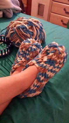 Meus novos chinelos feitos em um tear 24 peg .. tão fácil :) #pinkmilis