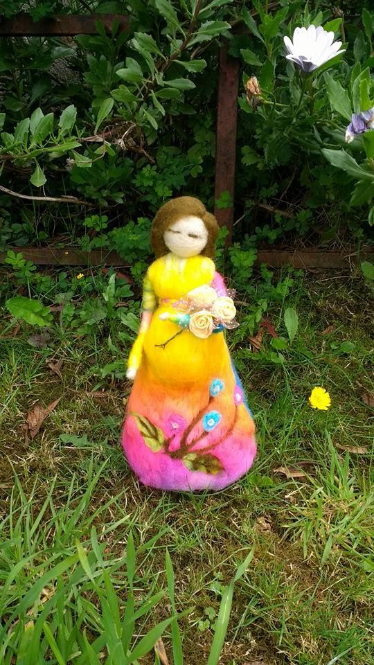 Mueñca embarazada en vellon agujado, creada por Vellonas Chilhué
