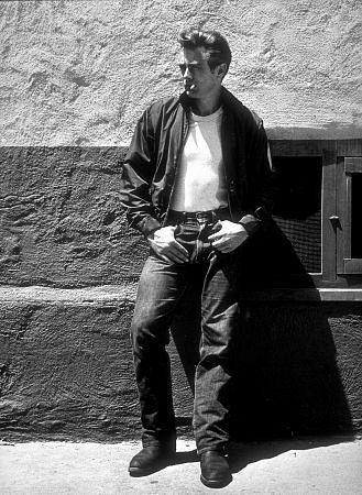 James Dean, 1955 Me encanta ese aire de chico malo y rebelde!