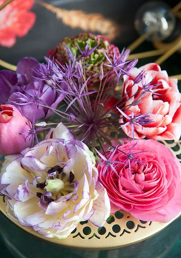 romantic bulb flower inspiration. Get inspired by our moodboards and articles about flower decoration!