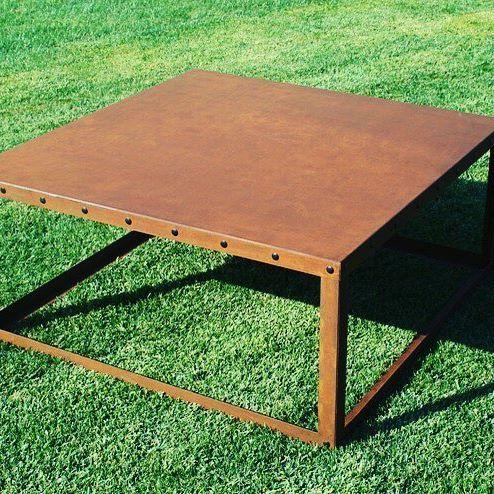 Il tavolino in #corten #Cube, si colloca con facilità in ogni ambiente grazie al suo design minimalista.  Privo di ogni accessoria decorazione, Cube racconta la bellezza dell'acciaio corten che si ammira nella sua tipica e calda colorazione. #trackdesign