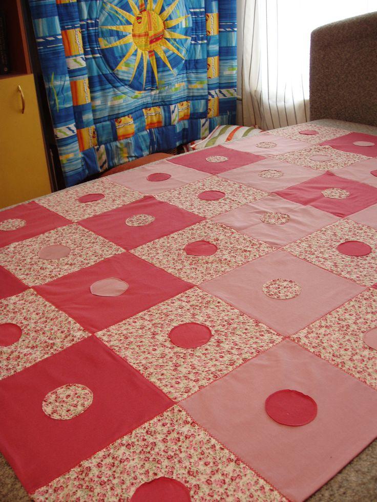 розовое покрывало из трикотажа
