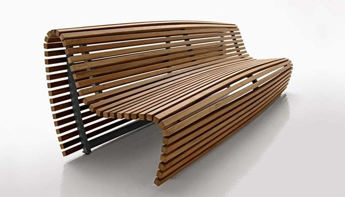 THE NEW TITIKAKA BENCH, IN TEAK LATHES WITH AN ALUMINIUM FRAME, CONTRADICTS THE RIGID SHAPE OF TRADITIONAL OUTDOOR BENCHES. PERHAPS THE WAVES OF THE BOLIVIAN LAKE INSPIRED THIS INGENIOUS PIECE WHERE THE SURFACE OF THE SEAT SEEMS TO ALMOST RIPPLE WITH WONDERFUL EFFECT OF WIND OVER WATER.