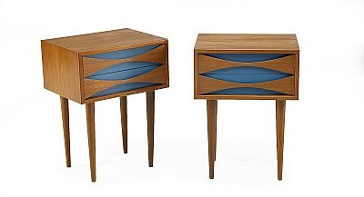 ARNE VODDER, nattduksbord, 1 par, Sibast møbler, Danmark, teak, två lådor vardera, lådfronterna med dekor i blått, höjd 55, 40 x 32 cm