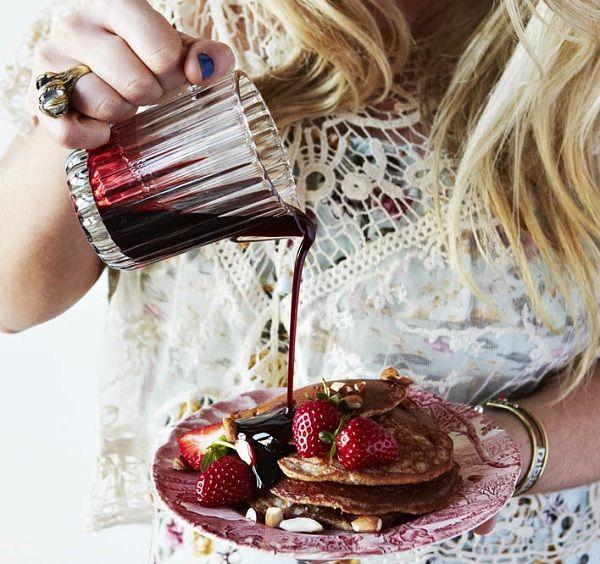 Lola Berry's 20/20 Diet Cookbook: Strawberry & Almond Pancakes