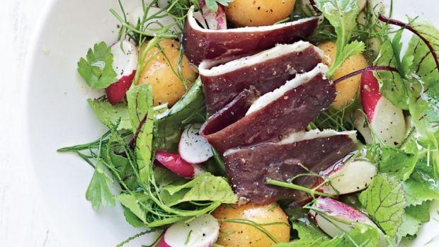 Salat med melon, røget kød og radiser | Femina