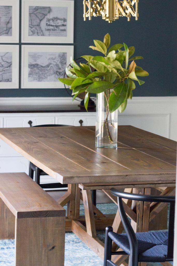 Estoy en amor con esta moderna mesa de comedor granja de bricolaje y bancos!  Además, ella creó una mancha personalizado.  Tan bastante!