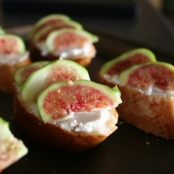 Goat cheese and fig bruchetta