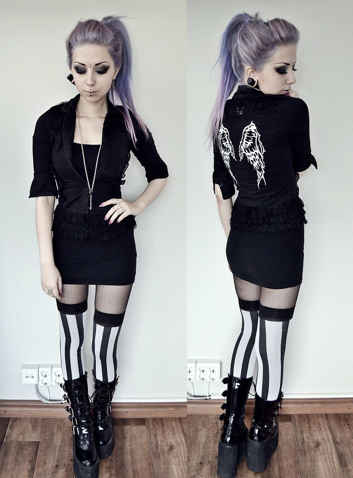 Only the striped tights. Please keep the black stripes on a separate layer from the tights.