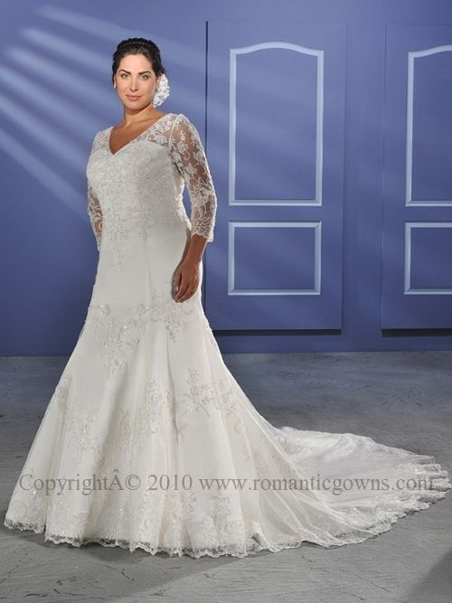 Attractive plus size wedding dresses seem to becoming more widely available. #wedding_gown