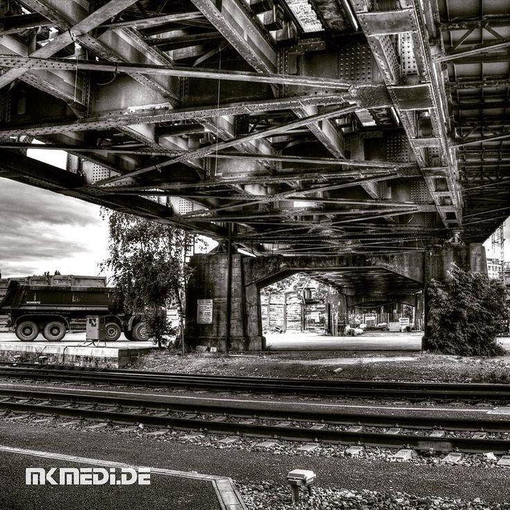 Markus Medinger Picture of the Day | Bild des Tages 04.07.2016 | www.mkmedi.de #mkmedi  #365picture #365DailyPicture #pictureoftheday #bilddestages #building  #instagood #photography #photo #art #photographer #exposure #composition #focus #capture #moment  #nyfeelings #bridge #brücke #blackandwhite #schwarzweiss #urban #city  #stuttgart #badenwuerttemberg #germany #deutschland  @deinstuttgart @badenwuerttemberg @visitbawu @srs_germany @srs_buildings @geheimtippstuttgart @stuttgart.places…