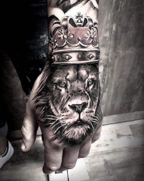 Lion on a hand tattoo 😍