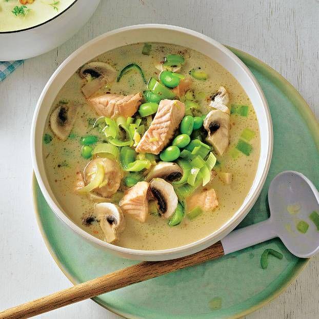 Diese Kokos-Fisch-Suppe darfst du dir nicht entgehen lassen. Hier geht's zum Rezept.