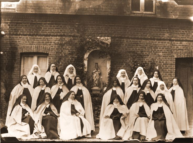 sainte-Therese-de-Lisieux and the community wearing their choir robes