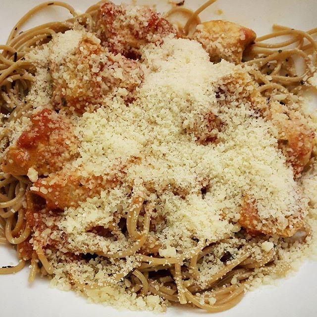 Прием пищи после тренировки : курица и макароны с пармезаном. О, да! Это фантастика😄😄😄 . Postworkout meal : chicken and pasta with parmesan. O, yeeaaahhhh!😄😄😄 . #bodybuilding #fitness #motivation #getlean #getshredded #eatclean #diet ##eatbigtogetbig #eattogrow #tasty #tastyfood #muscle #muscles #бодибилдинг #фитнес #мотивация #диета #мышцы  Yummery - best recipes. Follow Us! #tastyfood