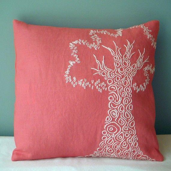 pretty accent pillow: Colour, Bedrooms Colors, Bedroom Colors, Colors Tho, Matching Colors