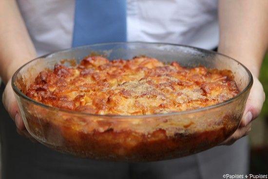Gâteau pommes vanille rhum------------------------------     6 pommes     175g de farine     1/2 sachet de levure chimique     85g de sucre roux     40ml d'huile neutre (type colza, isio 4 …)     50ml de lait ½ écrémé     3 œufs bio     1 gousse de vanille     15g de beurre environ pour beurrer le moule  Puis,      45 g de sucre blanc     50g de beurre     25ml de rhum