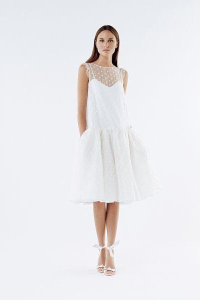 20 vestidos de novia con plumeti 2017 a los que no te podrás resistir. ¡Toma nota! Image: 16