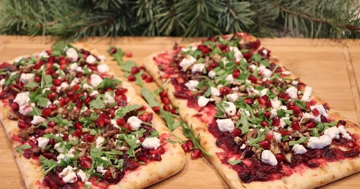 This easy to make flatbread appetizer would be a nice addition to your New Year's Eve festivities. Ingredients: 1-1/2 cups fresh cr...