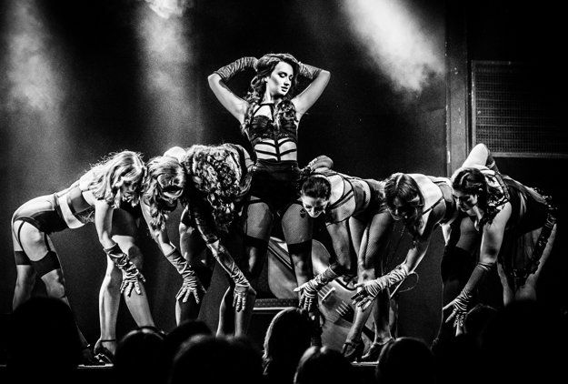 Katarína Čunderlíková (22) je jednou z prvých tanečníc slovenskej burlesque scény. Ako Catrice Cat žne úspechy nielen na Slovensku, ale aj v zahraničí.