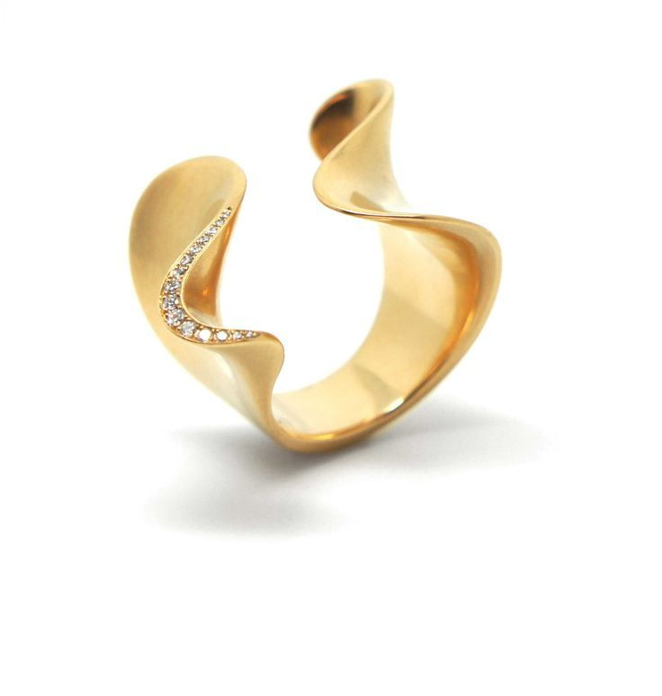 Angela Hubel - Gold & Diamond Undine Ring - ORRO Contemporary Jewellery Glasgow - www.ORRO.co.uk