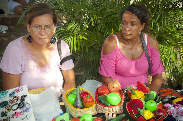 Artesanías de la comunidad de Zambrano presentes en la feria