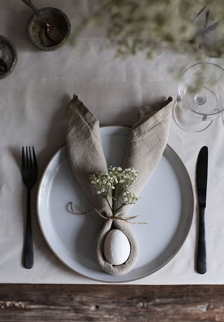 Simple Easter Table DIY: Bunny Ear Napkins (my scandinavian home)