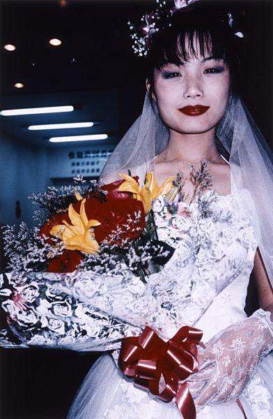 Bride´s Shop with Red Flowers, Shanxghai, | ph. Bertien van Manen, 1998
