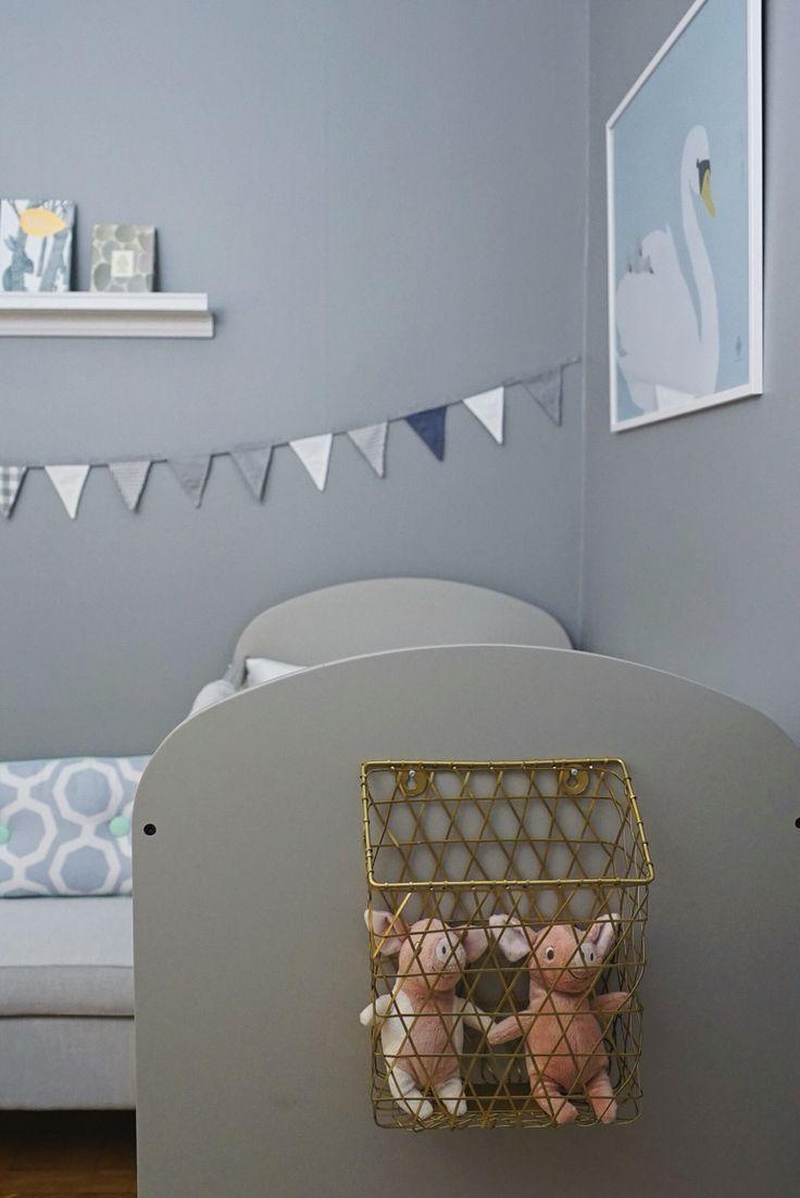 Lugn och rogivande sovrumsdel i ett barnrum gjord utav Hanna Peters i Äntligen Hemma.