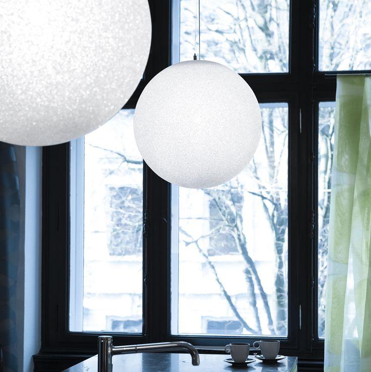 #suspensions #Iceglobe #pendantlight #LumenCenterItalia  #VillaToscaDesign #lumencenter #white #blanc #globe #boule #inspiration #neige #snow #home #décoration #deco