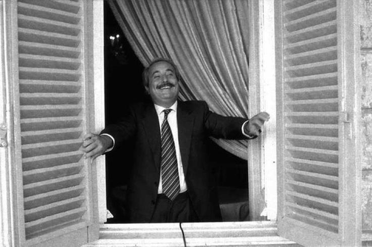 «Voglio dirvi, completate con impegno la vostra formazione,il vostro apprendistato civile e scendete al più presto in campo[...]Scendete al più presto in campo,aprendo porte e finestre se vi si vuole tenere fuori,scendete al più presto in campo per rinnovare la politica e la società,nel segno della legalità e della trasparenza.L'Italia ne ha bisogno;l'Italia ve ne sarà grata». (il Presidente Giorgio Napolitano,rivolto ai ragazzi riuniti nell'aula bunker a Palermo oggi, 23 maggio 2012)