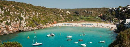 Dalam apa yang menyangkut lingkup global resor pantai Eropa, Menorca adalah sedikit aneh keluar.