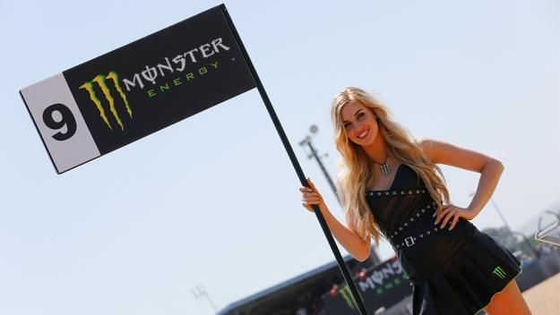 Paddock Girl Monster Energy - INDOSPORT.com