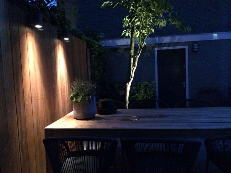 Gardenlighting downlighter outdoor light citygarden stadstuin met wandverlichting bij eetterras - Moderne woning buiten lay outs ...